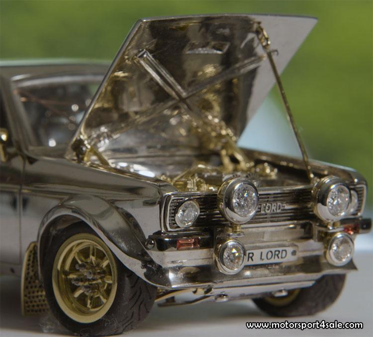 Bling-bling Ford Escort i guld och diamant