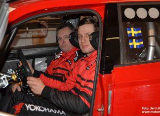 Jari Liiten och MIkael Kjellgren i nya Skodan