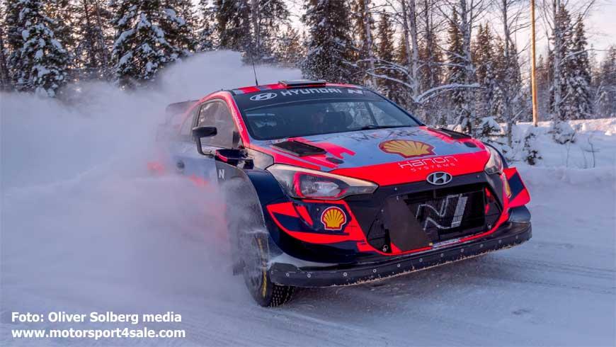 Oliver Solberg far fram i WRC-bilen